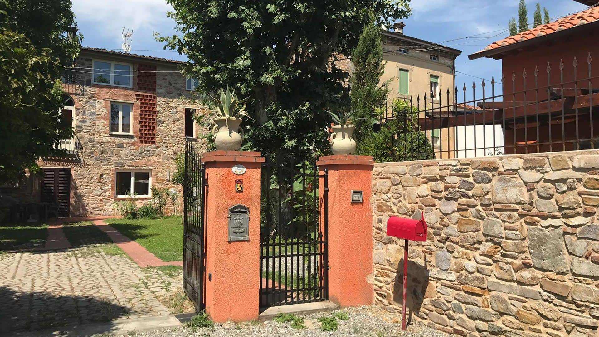villa-amoroni-header