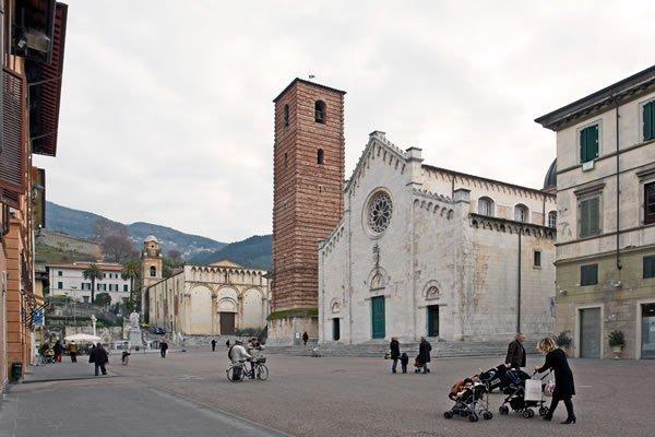 piazza-duomo-pietrasanta