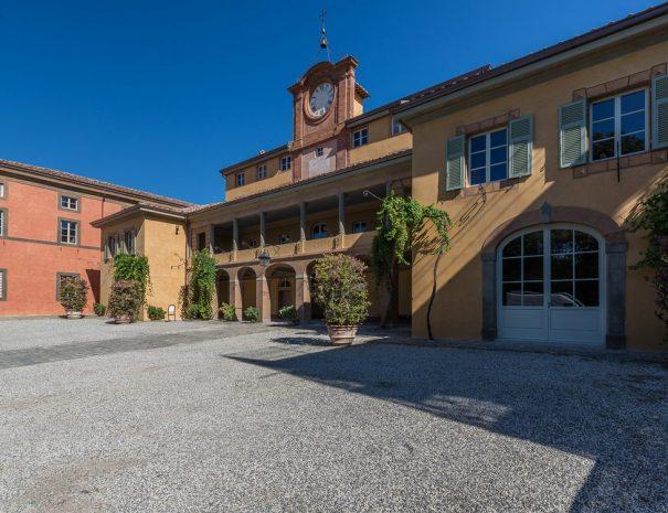 villa-reale-orologio