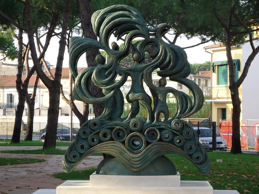 Monumento ai caduti della Strage di Viareggio