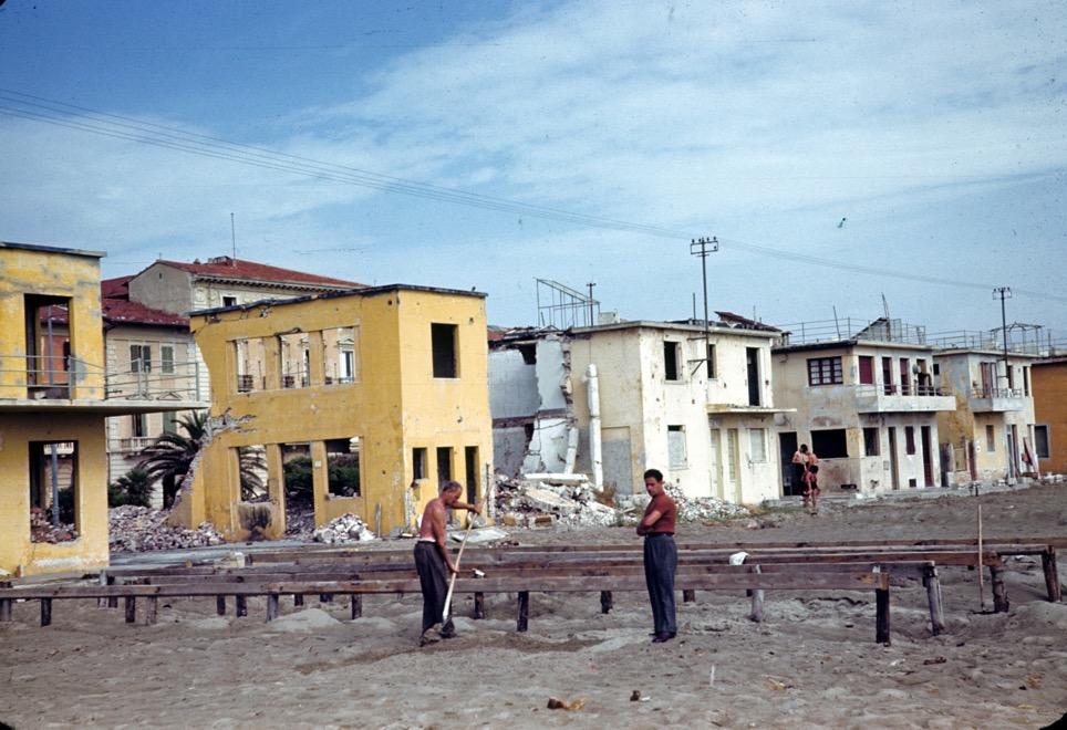 Sminatori a Viareggio nel 1945